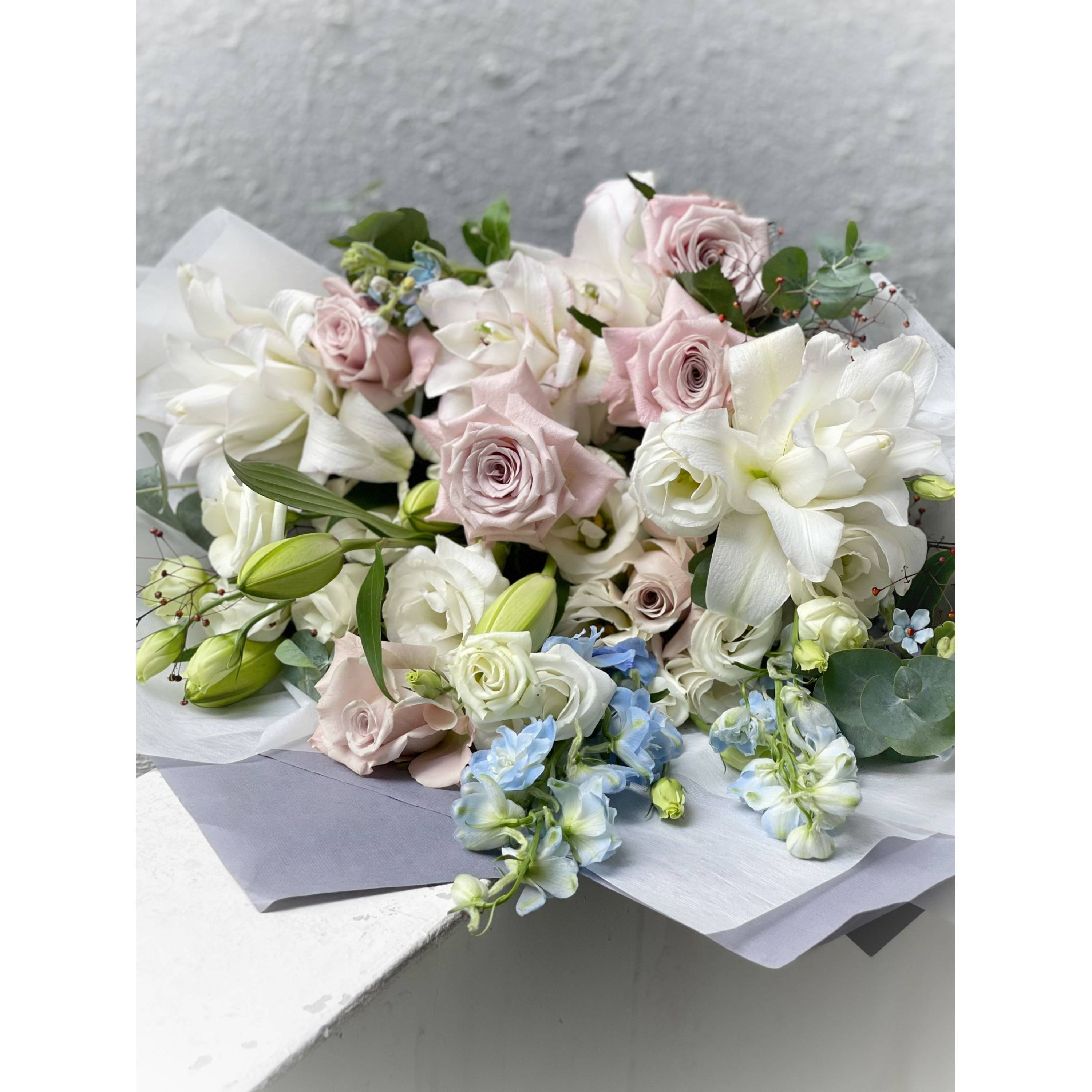 White Lily and Menta Rose Bouquet